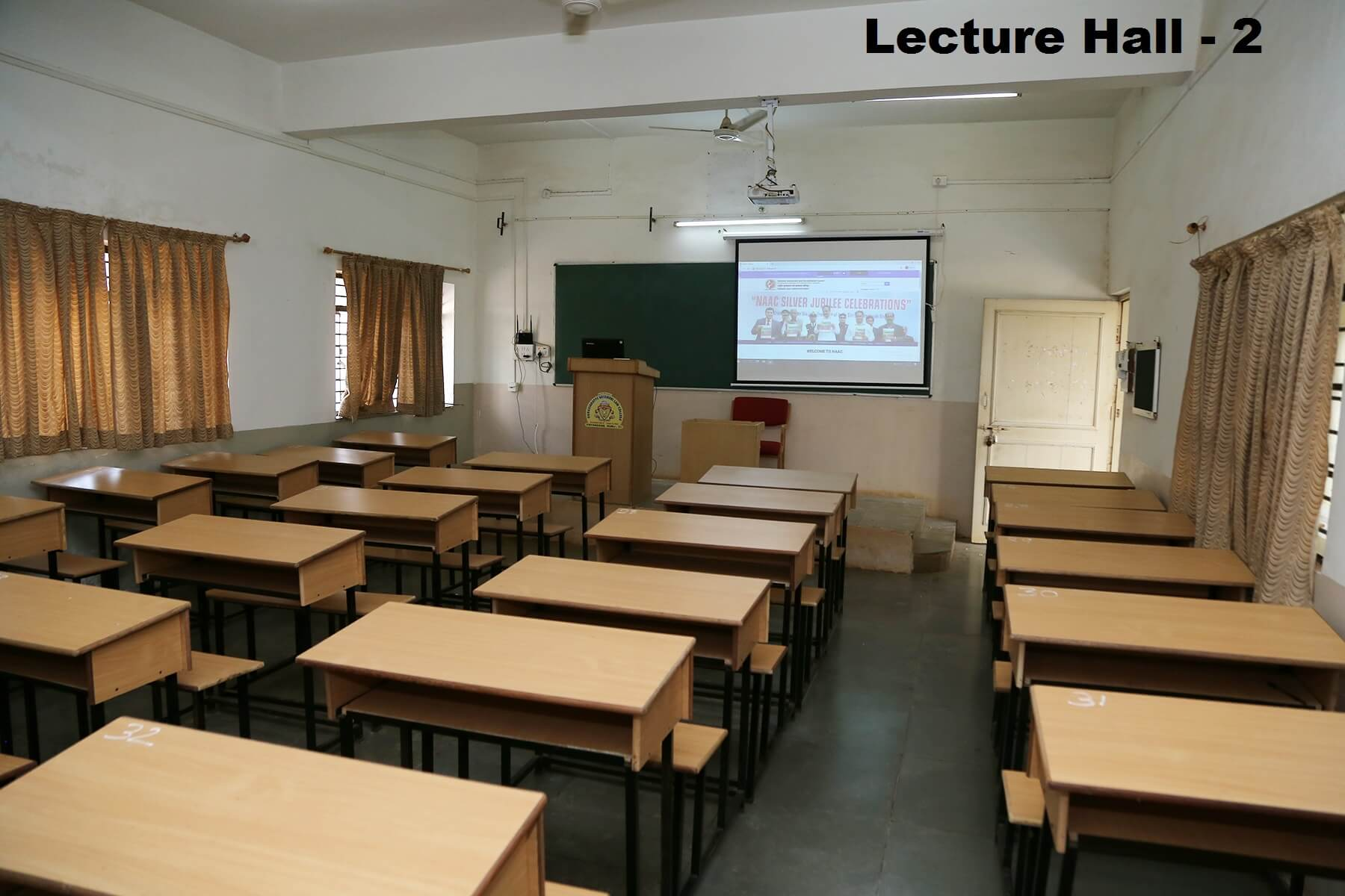 lecturer-hall2