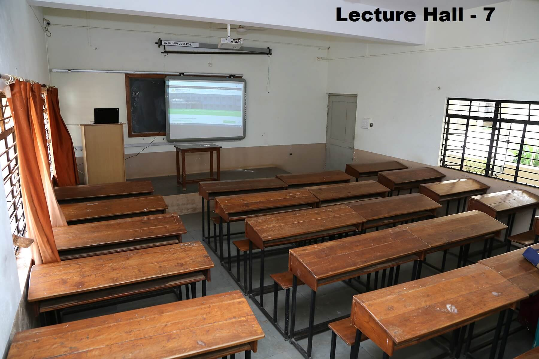 lecturer-hall7